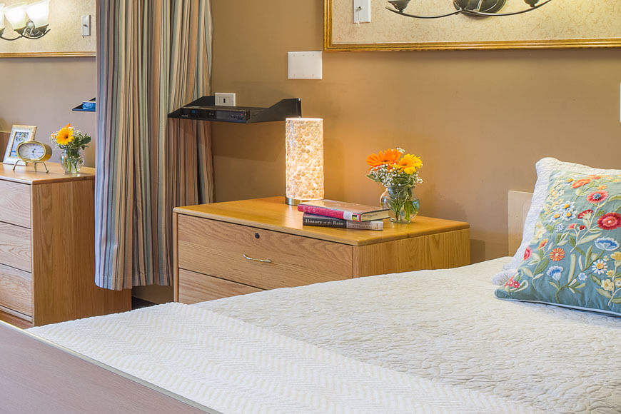 Bed and flowers at our Long Island rehabilitation facility